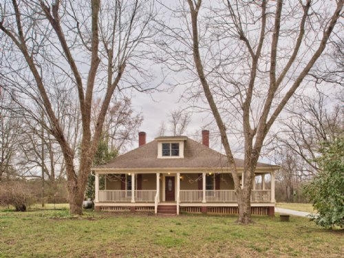Historic Cottage, 15 Acres, Barn : Madison : Morgan County : Georgia