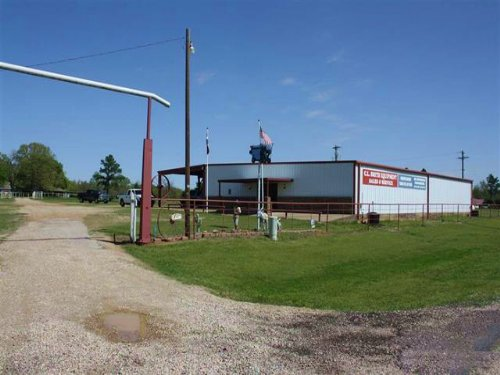 House & Shop On 32+ Acres / 29865 : Powderly : Lamar County : Texas