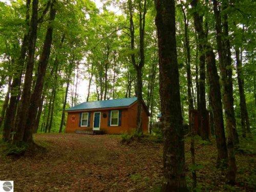 Great Upper Peninsula Hunting Camp : Hulbert : Chippewa County : Michigan