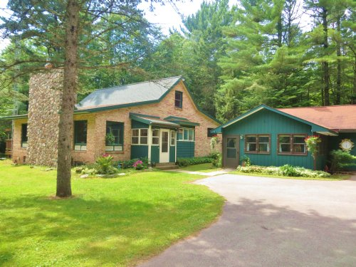 21.26 Ac With Charming Brick Home : Lake Tomahawk : Oneida County : Wisconsin