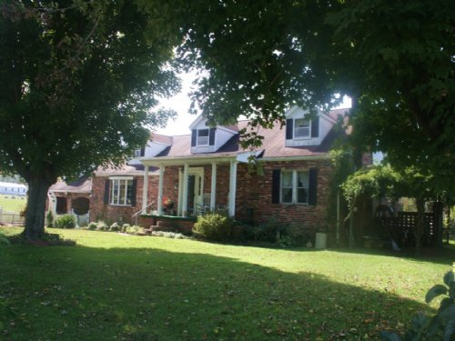 Lovely Country Setting, 1 1/2 Story : Kenna : Jackson County : West Virginia