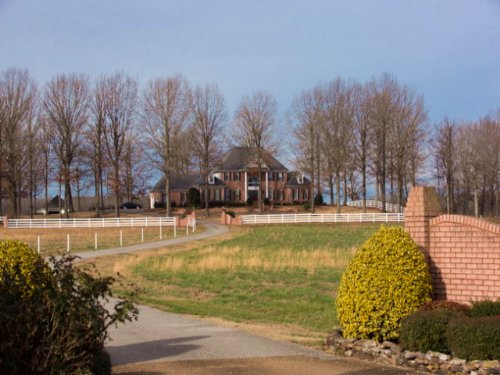 Beautiful Brick Home On 5 Acres : Huntingdon : Carroll County : Tennessee