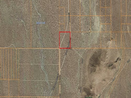 9.46 Acres Of Land With Road Access : Llano : Los Angeles County : California