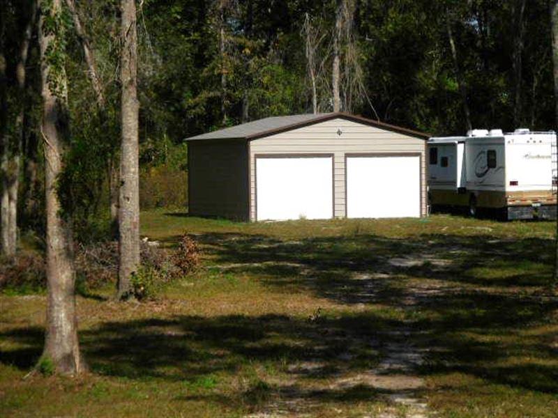 Corner Lot In Suwannee County : Live Oak : Suwannee County : Florida