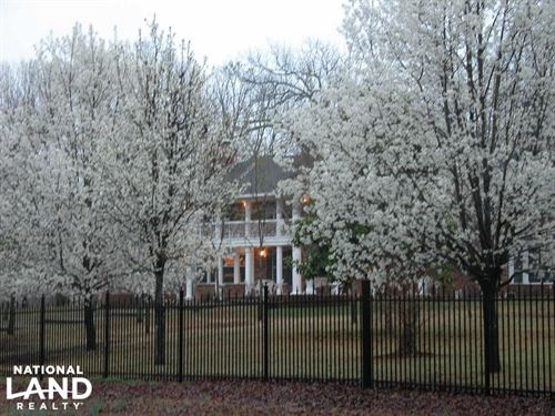 Luxurious Home And 71 Acre Horse Fa : Malvern : Hot Spring County : Arkansas