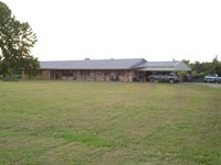 Country Home With Small Acreage : Blossom : Lamar County : Texas