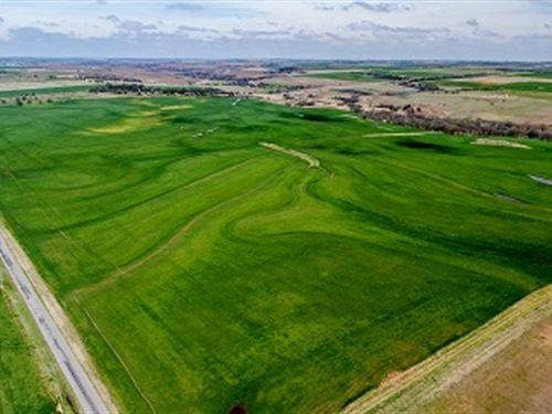 Ideally Located Farmland : Clinton : Washita County : Oklahoma