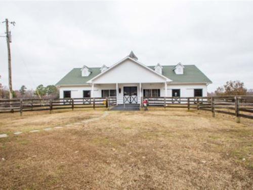Elegant Equestrian Estate : Baileyton : Cullman County : Alabama