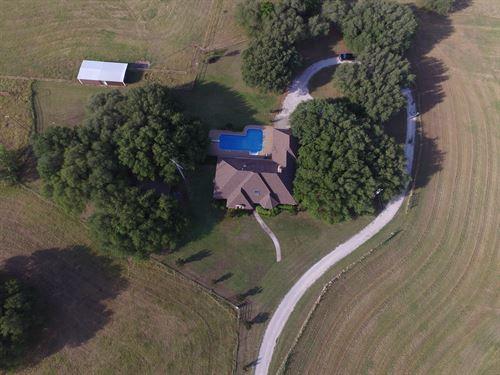 Texas Ranch Style Living : Dublin : Comanche County : Texas