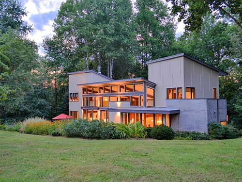 Contemporary Home In Va : Lovingston : Nelson County : Virginia