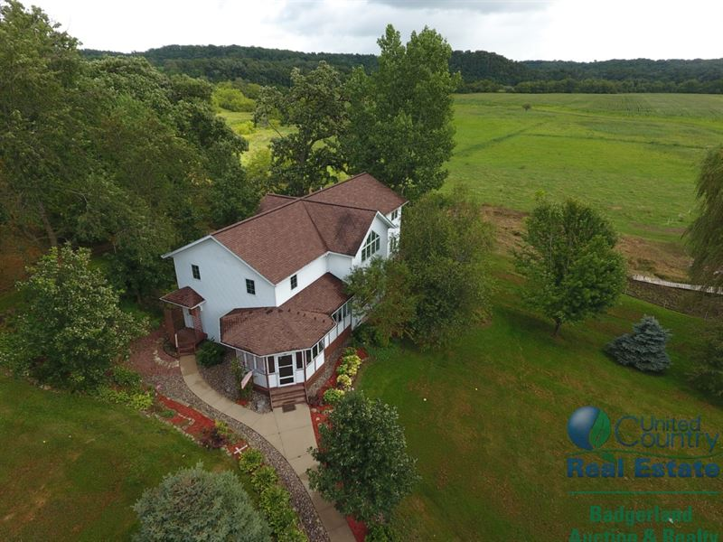 Extraordinary Turnkey Farm : Fennimore : Grant County : Wisconsin