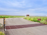 Ranch Bordering Public Land In Wy : Rawlins : Sweetwater County : Wyoming