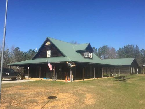 Hunting Lodge And 310 Acres in : Camden : Wilcox County : Alabama