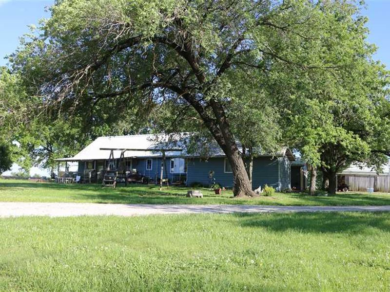 Country Home on 34 Acres For Sale : Mound Valley : Labette County : Kansas