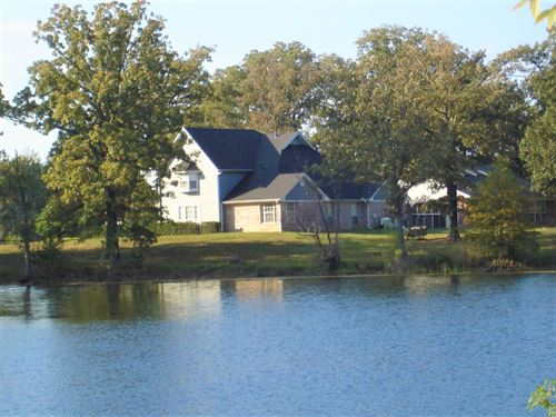 Equine Ranch With In-Door Pool : Powderly : Lamar County : Texas