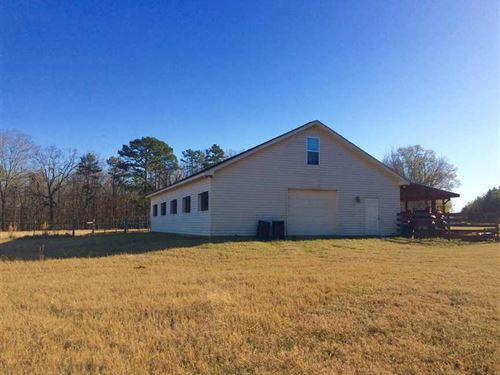 Fenced Pastures, Horse Barn, And : Hawkinsville : Pulaski County : Georgia