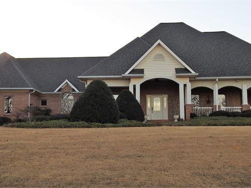 Beautiful Home / 2 Lakes : Newnan : Coweta County : Georgia