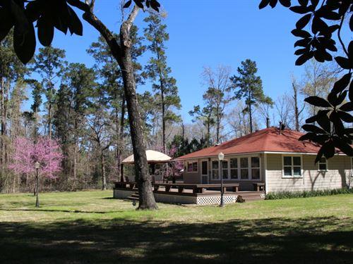 Whispering Pines : Montgomery : Texas