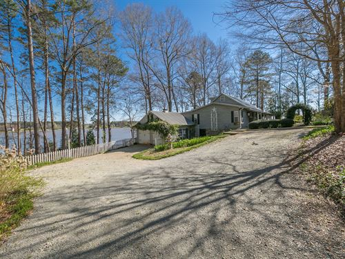 Quaint Lake Oconee Retreat On 5 Ac : Buckhead : Morgan County : Georgia