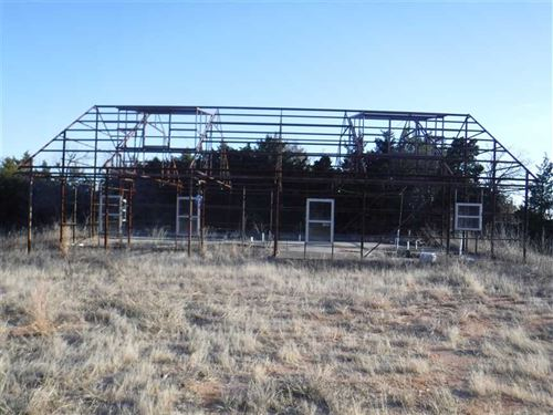 Small Acreage W/Framed Barn House : Binger : Caddo County : Oklahoma