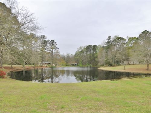 4 Homes, A Pond And 10 Acres : Madison : Morgan County : Georgia