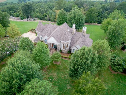Beautiful Home With Water Views : Section : Jackson County : Alabama