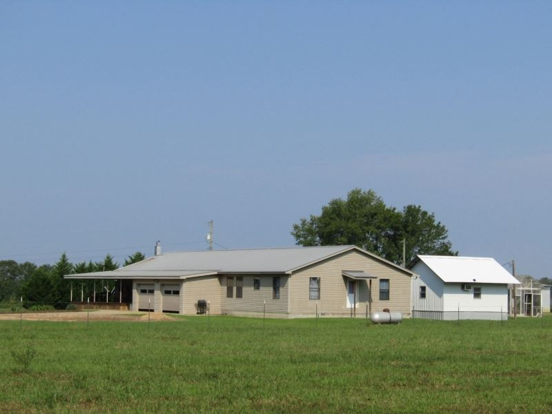 113 Acres With Home In Monroe Count : Aberdeen : Monroe County : Mississippi