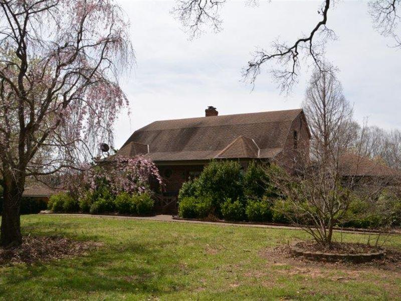 Secluded Lush Estate : Dillwyn : Buckingham County : Virginia