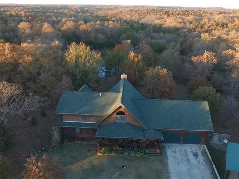 Gorgeous Log Home Overlooking Some : Fredonia : Wilson County : Kansas