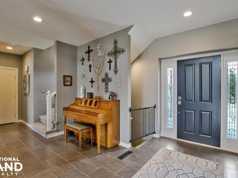 Hidden Home on 90 Acres : Hesston : Harvey County : Kansas