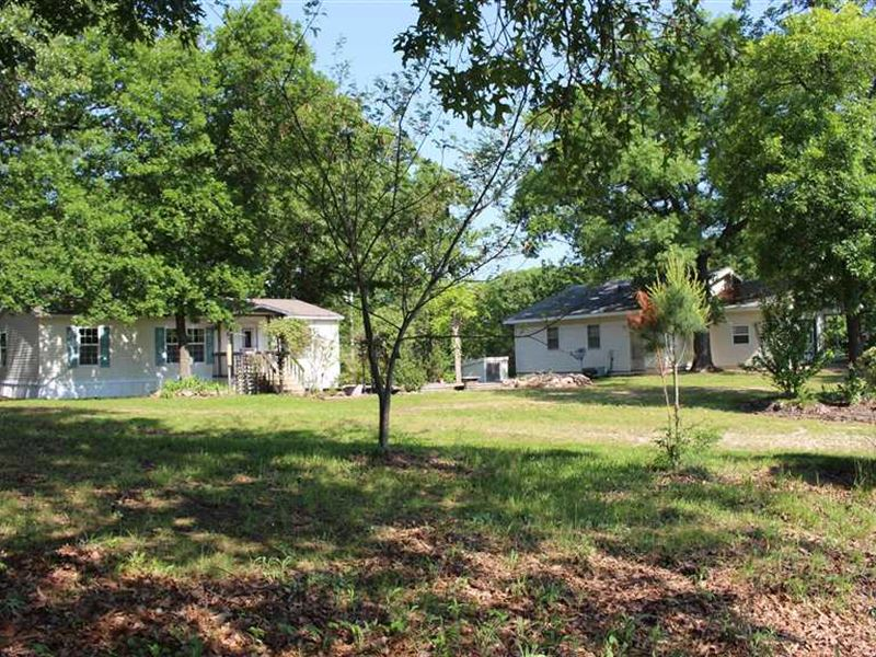 2 Homes, 2 Outbuildings on 40 Acre : Climax Springs : Camden County : Missouri