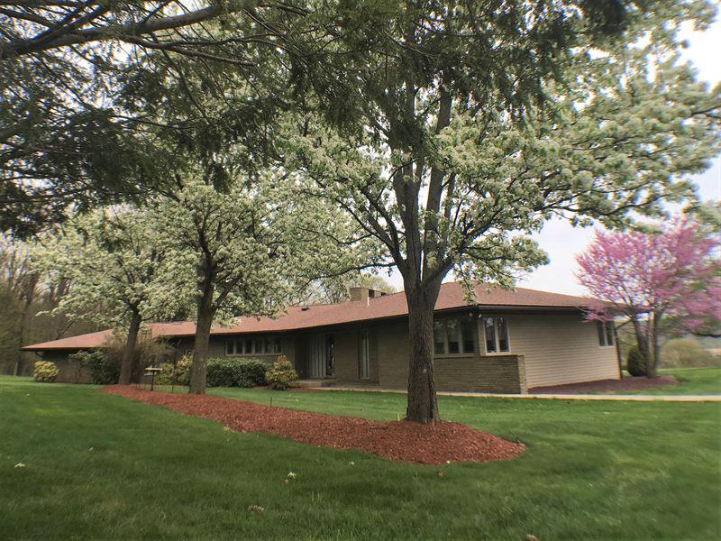 Beautiful Property With Barn : Saylorsburg : Monroe County : Pennsylvania