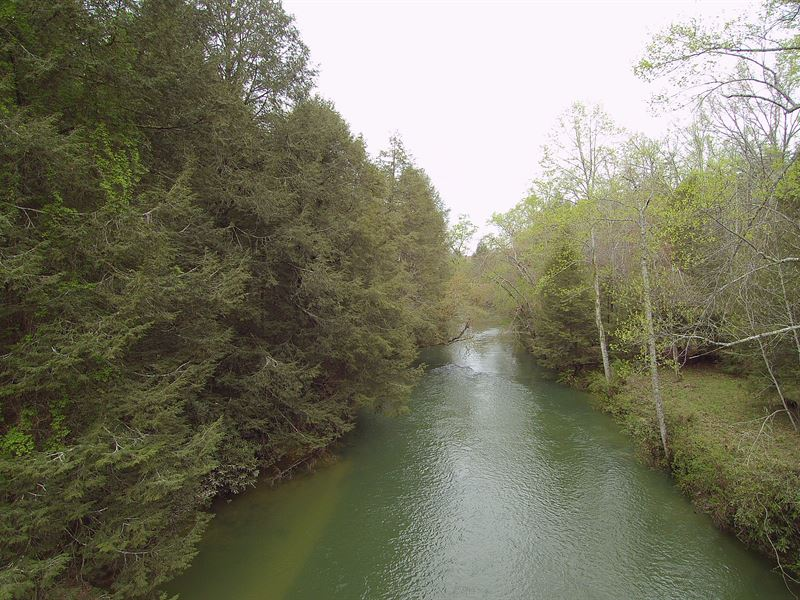 Almost 1000 Feet Of River Frontage : Crossville : Cumberland County : Tennessee