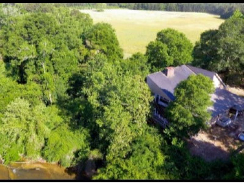 20 Acres With A Waterfront Home In : Tylertown : Walthall County : Mississippi