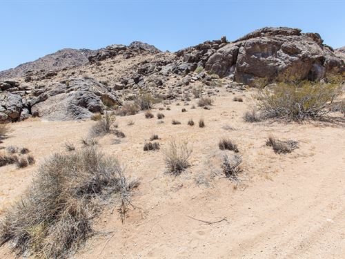 Two Adjoining 20 Acre Vacant Parcel : Lucerne Valley : San Bernardino County : California