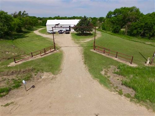 Completely Furnished Hunting Lodge : Luray : Russell County : Kansas