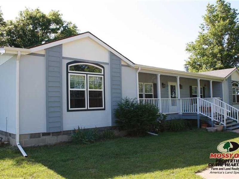 House on 20 Acres Near Colony, KS : Iola : Anderson County : Kansas