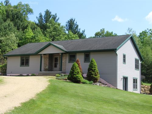 Well Maintained Country Home : Sparta : Monroe County : Wisconsin