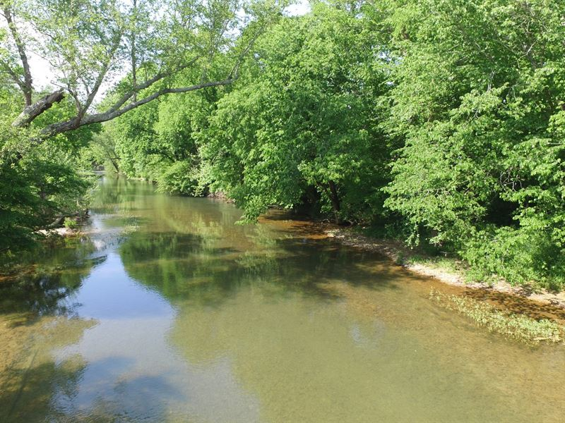 272 Acres On Beautiful Swan Creek : Centerville : Hickman County : Tennessee