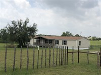 Country Home On 10 Acres : Stephenville : Erath County : Texas