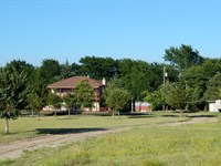 Country Home On Large Acreage : Paris : Lamar County : Texas