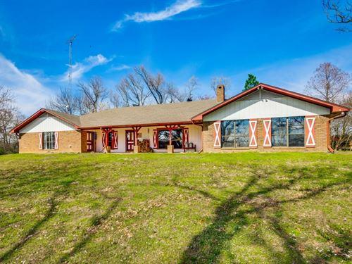 Large Brick Home - 2 Ponds - Privat : Winnsboro : Franklin County : Texas