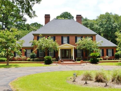 Executive 5 Bed, 4.5 Bath Home For : McComb : Pike County : Mississippi
