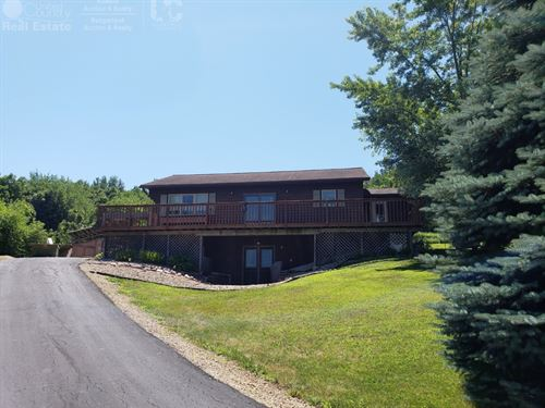 Country Home With Timber : Richland Center : Richland County : Wisconsin