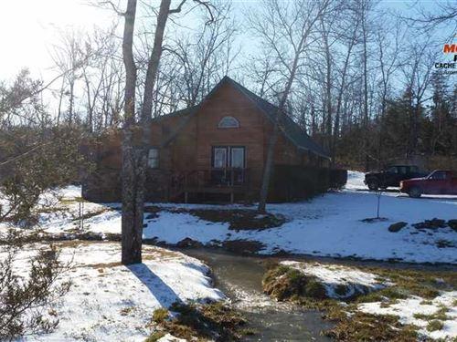 $99,500 Creekfront Cabin on 8 ac : Clinton : Van Buren County : Arkansas