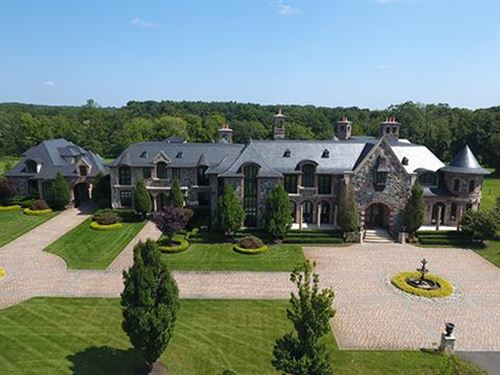 Abbey Farm is a 23 Acre Estat : Colts Neck : Monmouth County : New Jersey