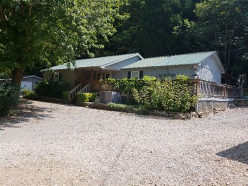 20.50 Ac, Home, Barns, Creek : Hartsville : Macon County : Tennessee