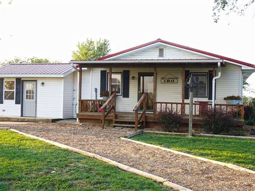 Beautiful Country Home on 5 Acres : Wheatland : Hickory County : Missouri