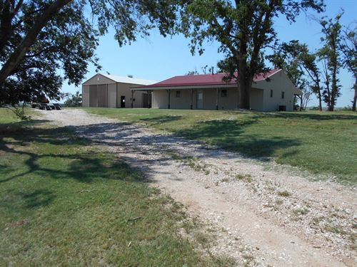 Trophy Hunting Cattle Ranch Cabin : Medicine Lodge : Barber County : Kansas