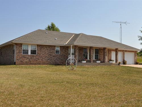 Ranch Style Home Just Out St Joe 40 : Easton : Buchanan County : Missouri
